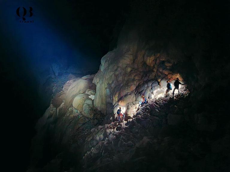 Vẻ đẹp kỳ vĩ tiềm ẩn bên trong hang Over