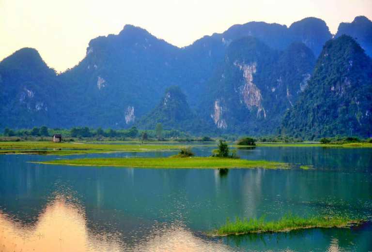 Ngắm cảnh đẹp hồ Yên Phú Quảng Bình