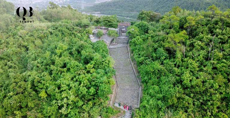 Toàn cảnh Hoành Sơn Quan nhìn từ trên cao xuống