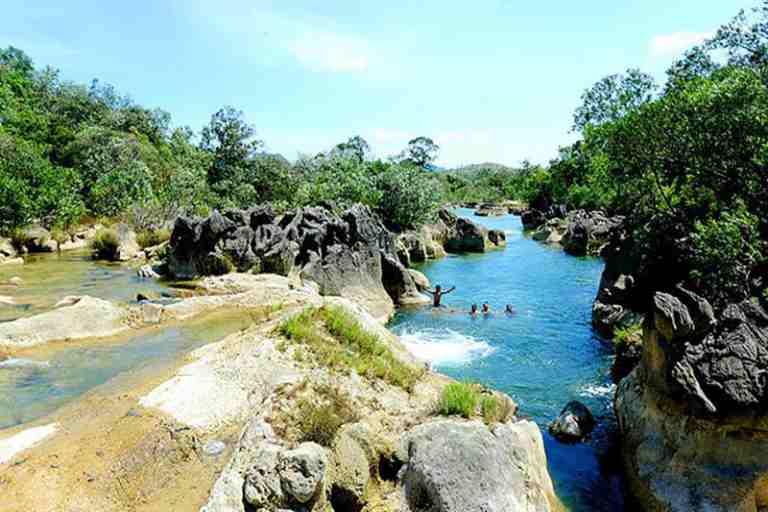 Mùa hè, mùa khô là thời điểm thích hợp nhất cho chuyến du lịch Quảng Bình