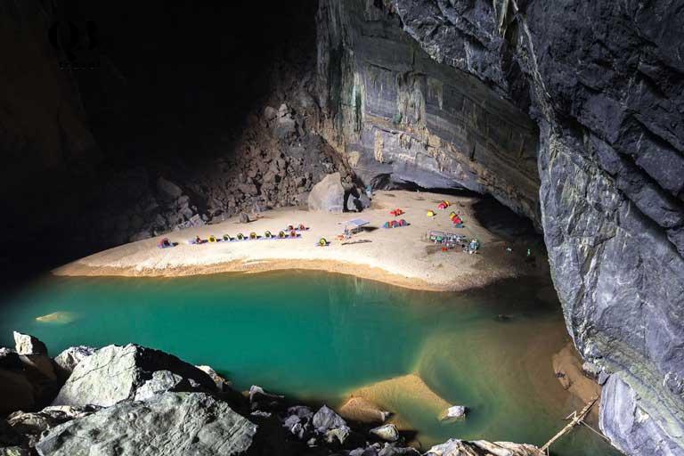 Khung cảnh tuyệt đẹp trong Hang Én khi đứng từ cửa hang