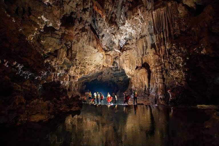Nên đi du lịch Tú Làn từ giữa tháng 11 đến cuối tháng 6 trước khi Quảng Bình vào mùa mưa và nước sông dâng cao