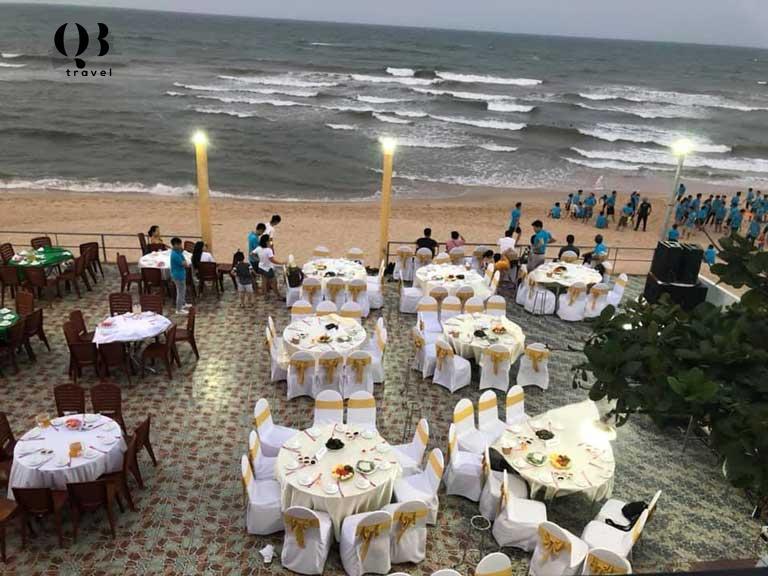Nhà hàng Cánh Buồm Đỏ Lãng mạn bên bờ biển Nhật Lệ