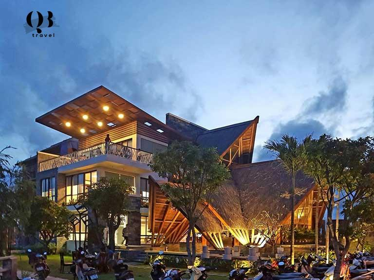 Nhà hàng Kim Tuyến - Đồng Hới - Quảng Bình. Kiến trúc đẹp, kết hợp giữa hiện đại và truyền thống.