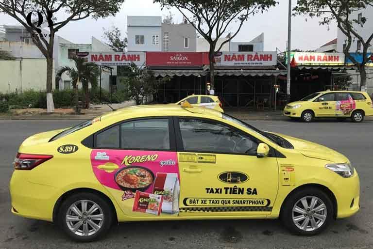 Nhiều du khách lựa chọn taxi làm phương tiện di chuyển trong thành phố Đồng Hới