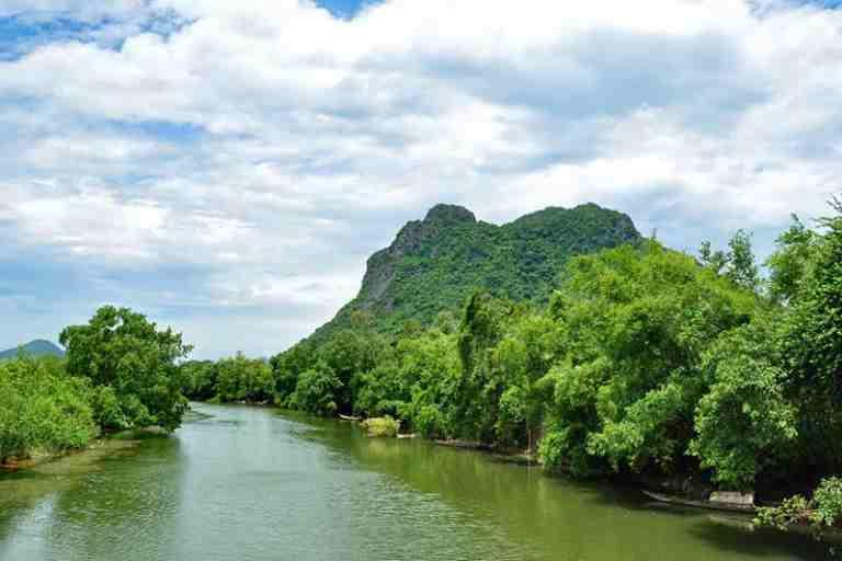 Núi Thần Đinh - Điểm du lịch tâm linh nổi tiếng tại Quảng Bình