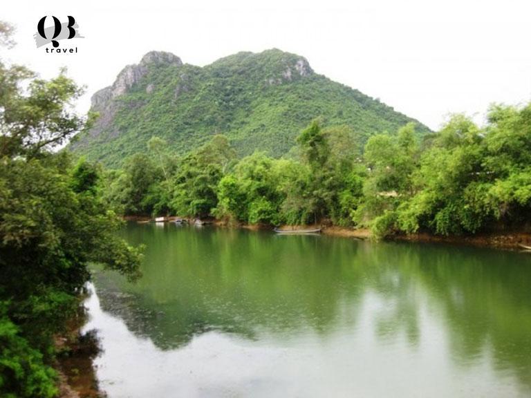 Thắng cảnh nhìn từ phía bên kia sông