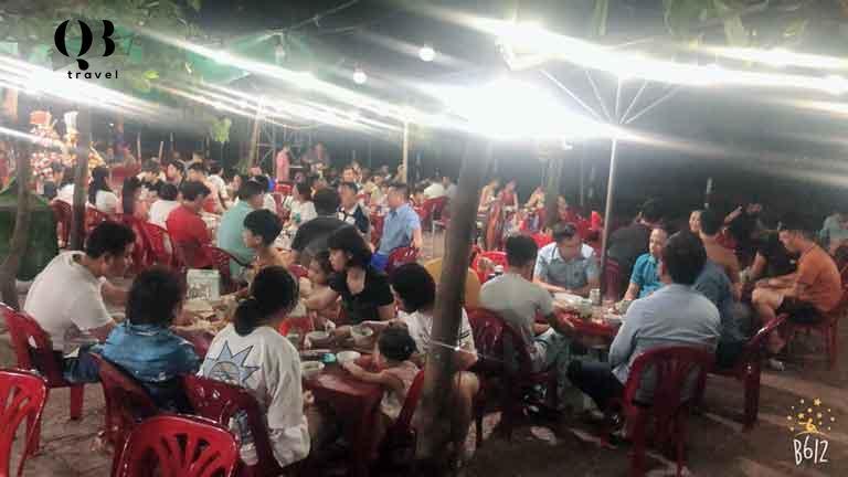 Hải sản Thanhthanh quán lúc nào cũng nhộn nhịp khách thưởng thức hải sản