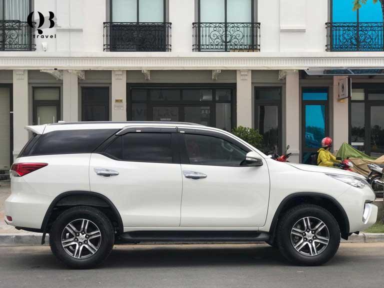 Du khách có thể lựa chọn loại hình thuê xe ô tô để phục vụ cho việc di chuyển đến Hang Chà Lòi của mình