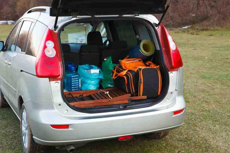 Thuê xe ô tô đi du lịch bạn có thể làm chủ chuyến đi của mình và tự do làm điều mình thích