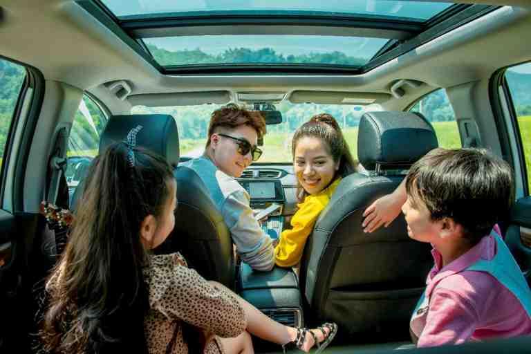 Ưu điểm lớn nhất của thuê ô tô du lịch đó là gia đình bạn sẽ có không gian riêng tư để tự do làm điều mình thích