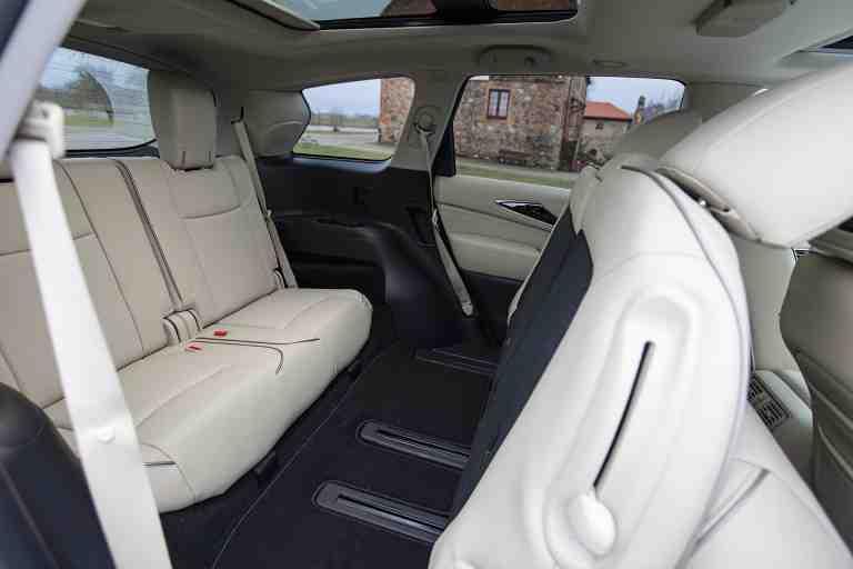 Xe 7 chỗ Xpander có không gian nội thất rộng rãi, thoáng mát cùng cách bố trí nội thất hợp lý, sang trọng