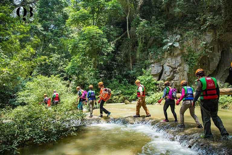 Trekking Hang Tiên - Quảng Bình