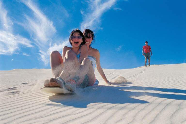 Những khoảnh khắc tuyệt vời cùng người thân tại đồi trượt cát Quảng Bình