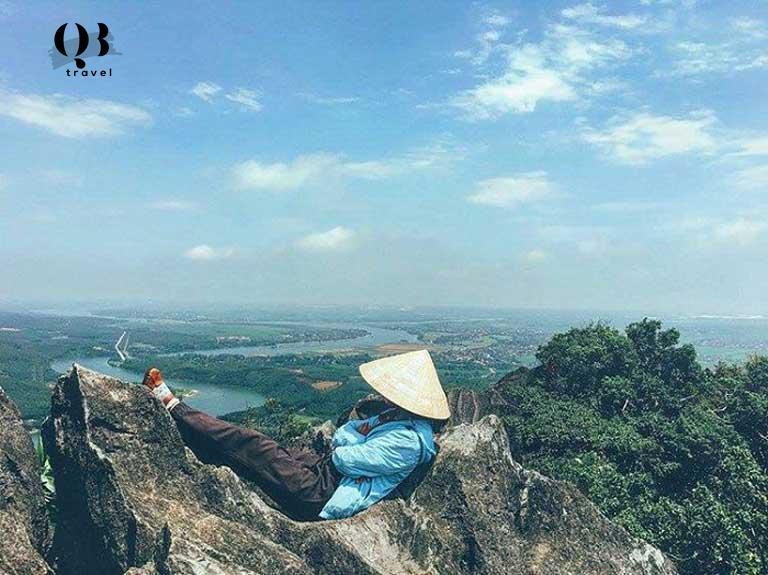 Vẻ đẹp của núi Thần Đinh ở Quảng Bình