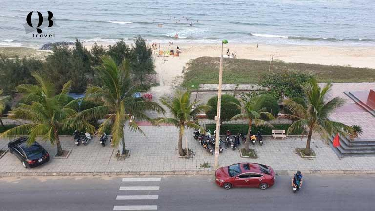 View trực tiếp xuống bãi tắm trung tâm của biển Nhật Lệ