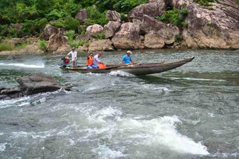Vượt thác bằng tay lái tài ba của các thuyền trưởng