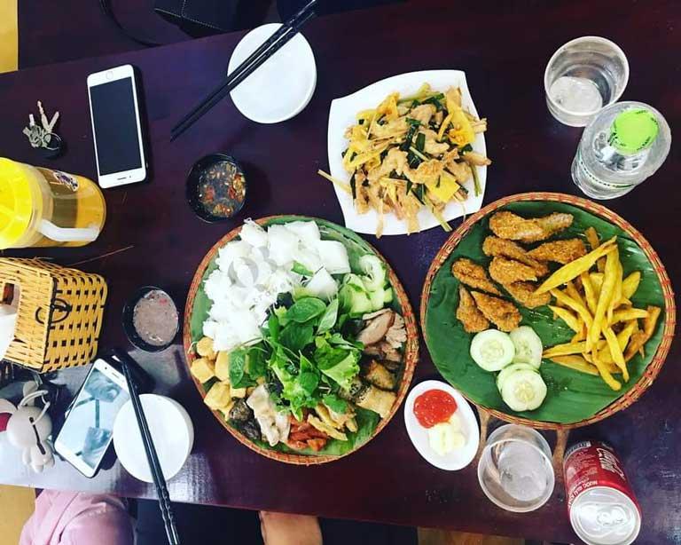 Mẹt Quán đem đến những mẹt bún đậu chuẩn vị Hà thành hoà trộn hương vị đặc trưng của món nem chả của xứ Quảng