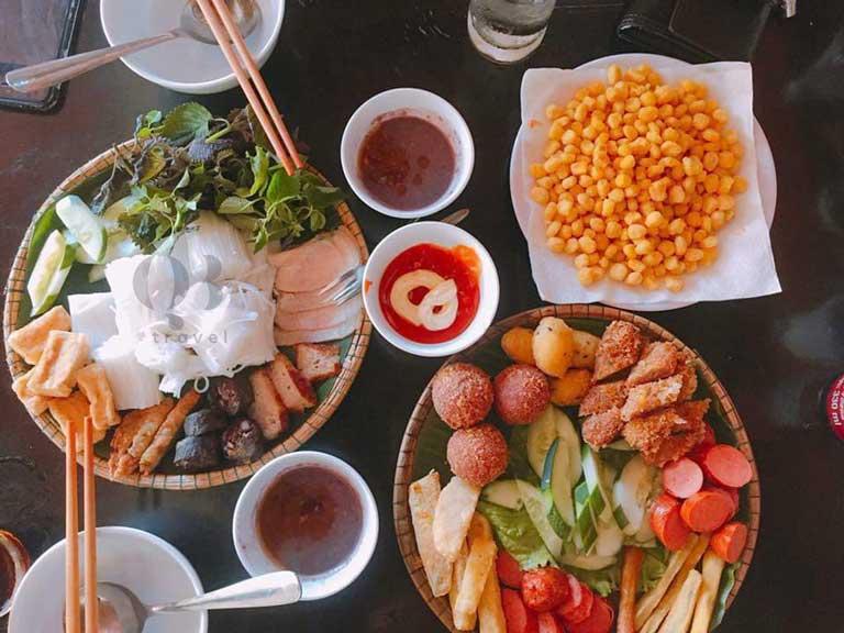 Mộc Food là quán ăn vặt nổi tiếng có món bún đậu mắm tôm đắt khách