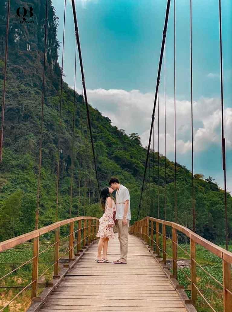 Cầu treo Bàu Sen vô cùng lãng mạn
