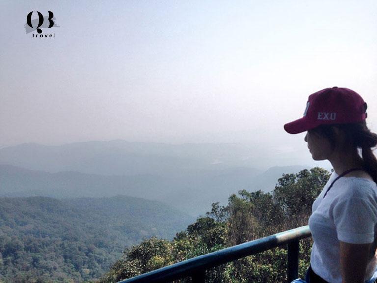 Đỉnh U Bò từ trên cao sẽ nhìn ngắm được những vẻ đẹp của Quảng Bình