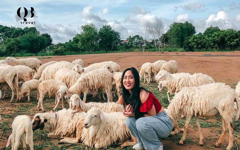 Nụ cười xinh đẹp khi chụp hình tại Đồng Soi Farm