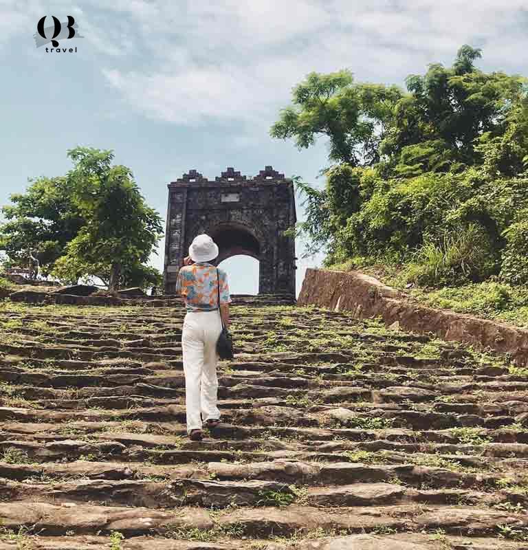 """Hồng Sơn Quan được gọi là """"cổng trời"""" tại đây"""