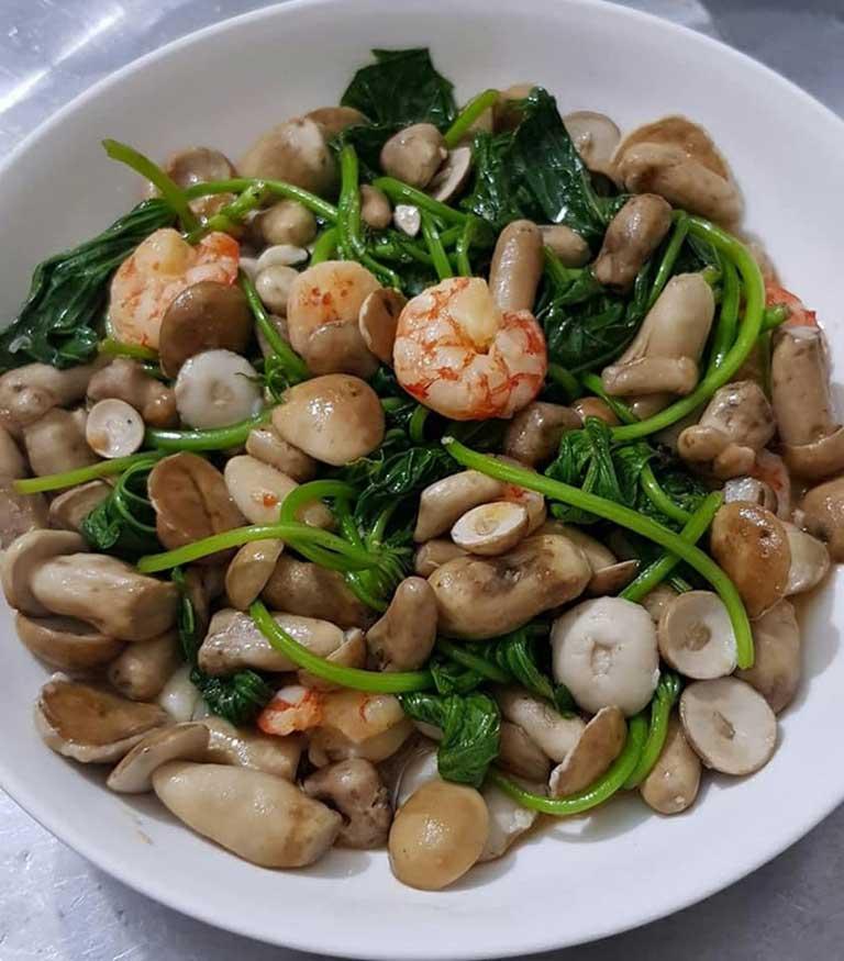 Nấm tràm xào là một món ăn phổ biến với người dân Quảng Bình