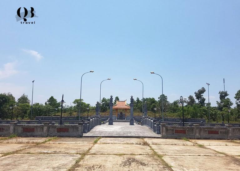 Toàn cảnh khu lăng mộ của Nguyễn Hữu Cảnh tại Quảng Bình