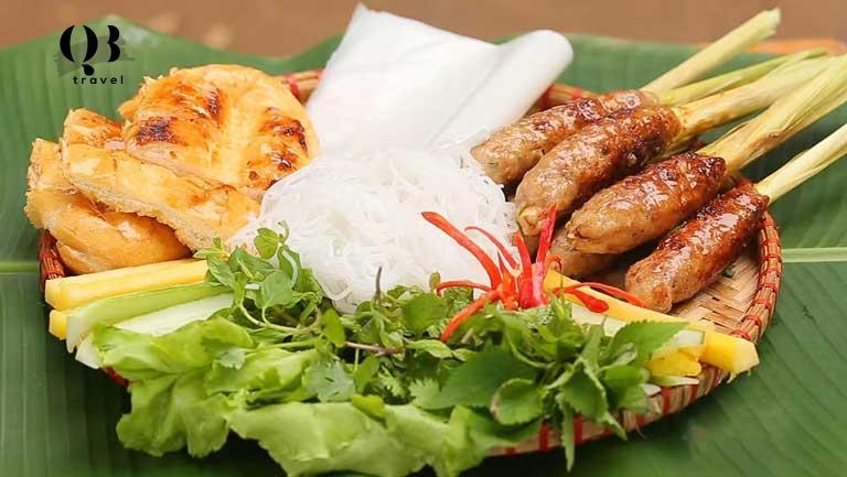 Nem lụi Quảng Bình có đặc trưng riêng của nó ở nước chấm.