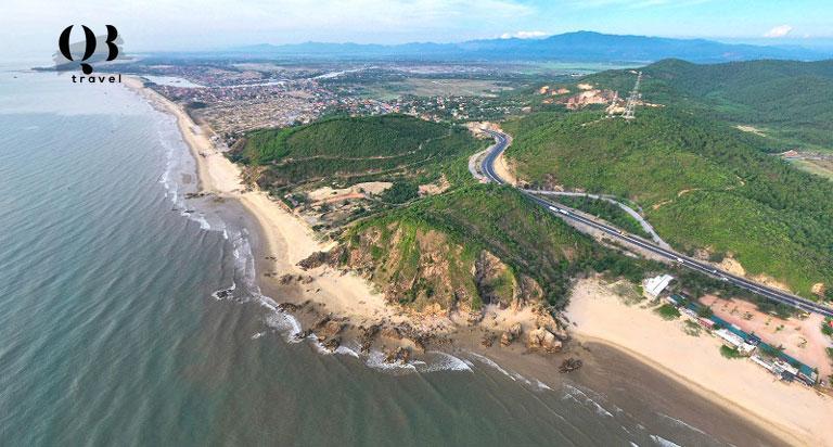 Bãi biển Đá Nhảy Quảng Bình nhìn từ trên cao