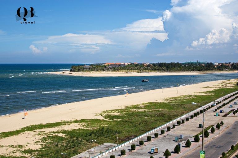 Bãi biển Nhật Lệ Quảng Bình với vẻ hoang sơ kết hợp hiện đại