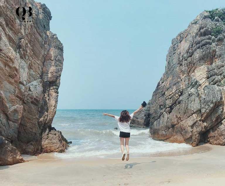 Bãi Đá Nhảy - Địa điểm sống ảo tuyệt vời cho khách du lịch