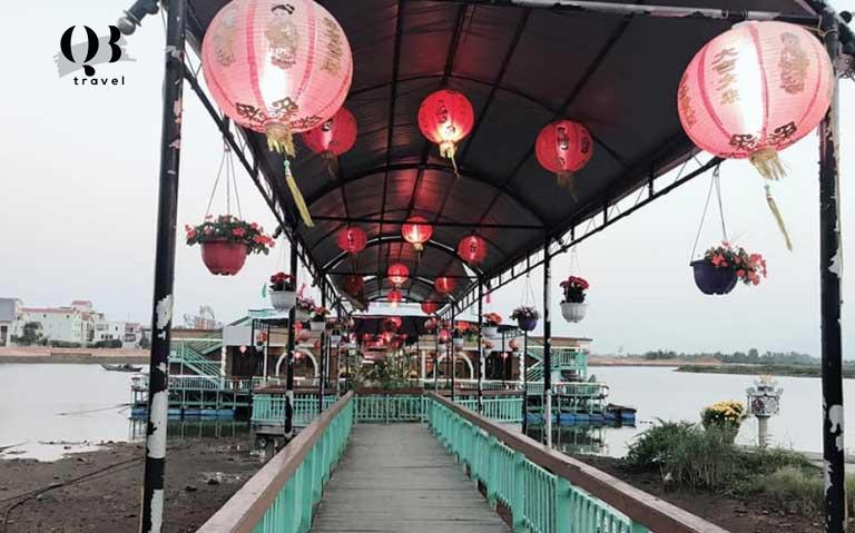 Nhà hàng nổi trên sông Nhật Lệ ở Đồng Hới Quảng Bình