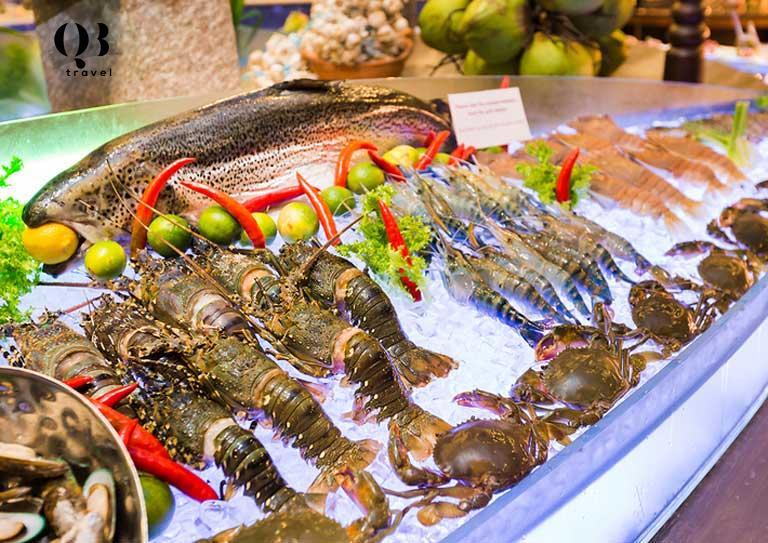Thưởng thức hải sản tươi ngon ở nhà hàng ven biển Đồng Hới