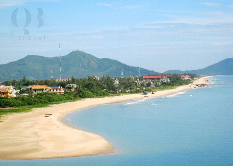 Biển Nhật Lệ nằm ở trung tâm thành phố Đồng Hới