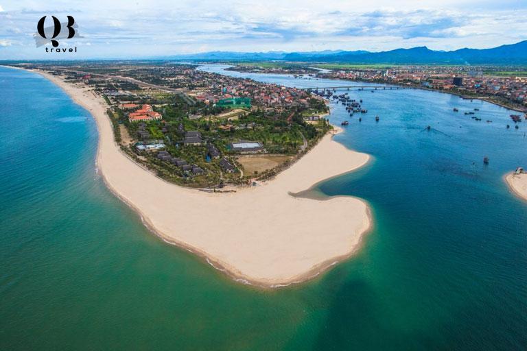Biển Bảo Ninh là bãi biển Quảng Bình đẹp với không gian thoáng đãng, hoang sơ và vẻ đẹp yên bình, tĩnh lặng