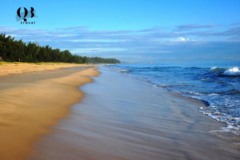 Biển Quang Phú - bãi tắm được nhiều khách du lịch ưu thích