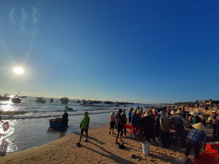 Đến biển Nhân Trạch để trải nghiệm khung cảnh rộn rã mỗi sớm mai