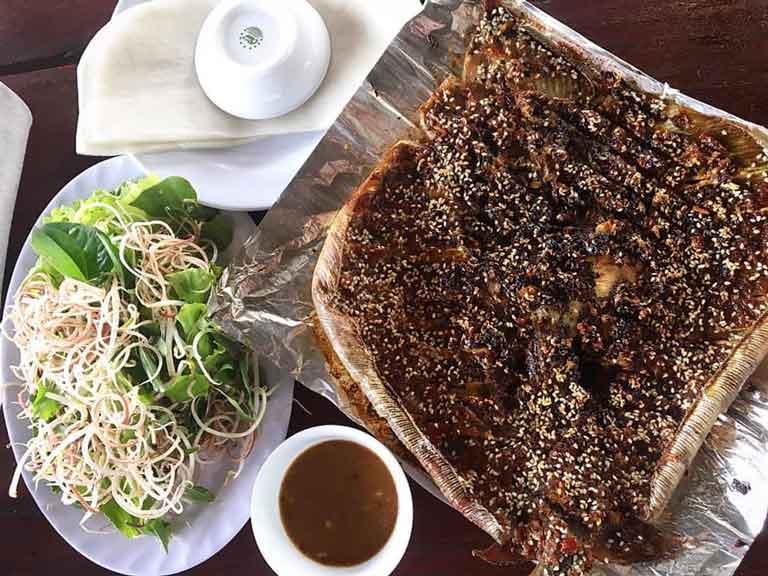 Món cá đuối nướng vô cùng nổi tiếng tại quán
