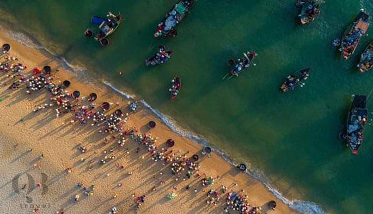 Phiên chợ mỗi sớm trên biển Nhân Trạch