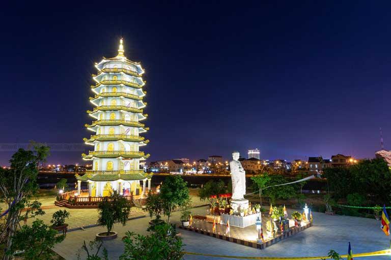 Khung cảnh chùa Đại Gíac lung linh về đêm