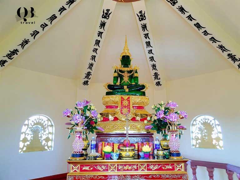 Tượng Đức Tỳ Lô Giá Na Phật bằng ngọc bích