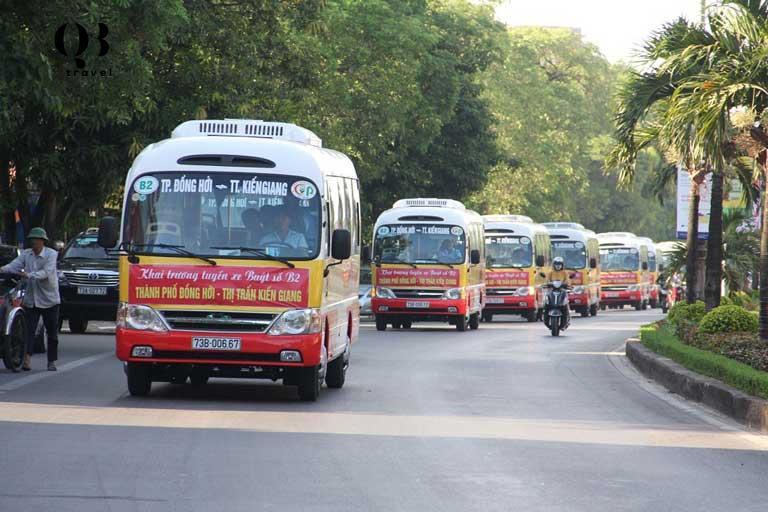 Tuyến xe buýt B2 từ Đồng Hới đến Kiên Giang đưa du khách đến thăm chùa Hoằng Phúc