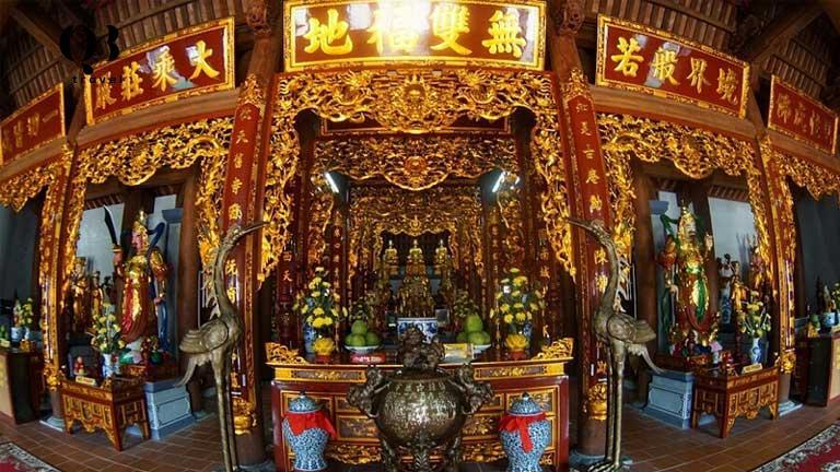 Hai cặp câu đối chữ Hán về lịch sử của ngôi chùa cổ Hoằng Phúc