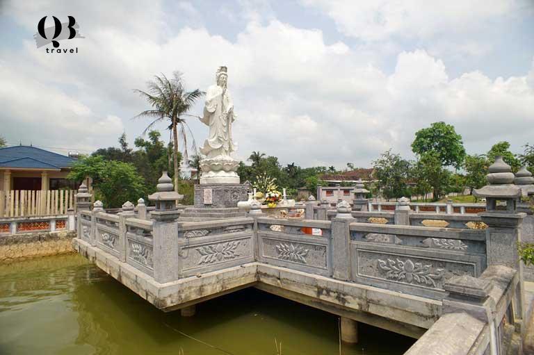 Tượng Phật bà Quan thế âm Bồ Tát tại chùa Hoằng Phúc Quảng Bình