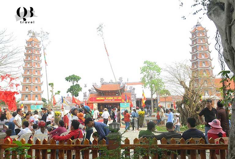 Toàn cảnh lễ hội vào tháng Giêng hàng năm tại chùa Hoằng Phúc Quảng Bình