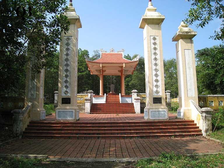 Lăng mộ Lễ Thành Hầu Nguyễn Hữu Cảnh tại huyện Lệ Thủy, tỉnh Quảng Bình