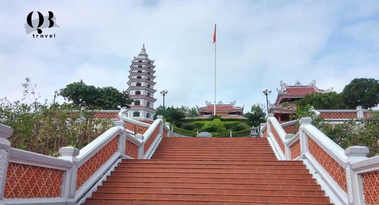 Đền Tưởng Niệm Liệt Sĩ Trường Sơn tại Bến phà Long Đại