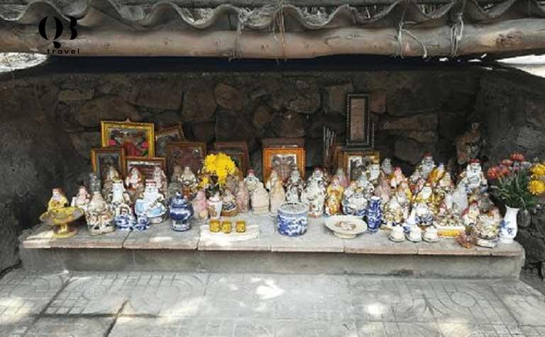 Các pho tượng ở chùa Quan Âm Tự